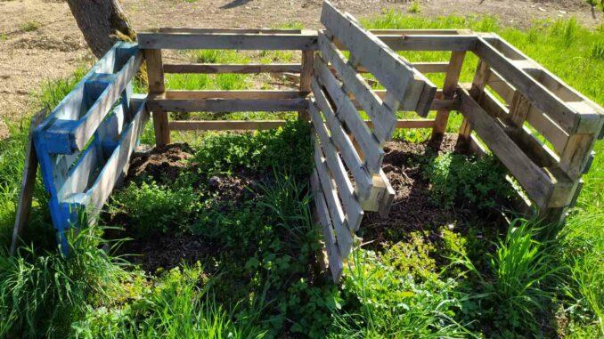 dřevěný kompostér z palet